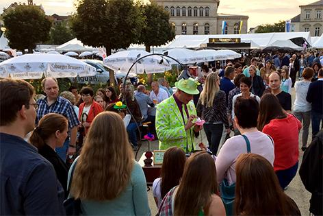 Seidenpapier-Blumenmanufaktur - Schlossplatzfest in Coburg